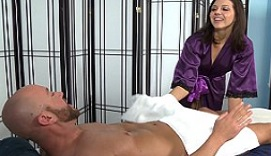 Hacen un 69 al ponerse cachondos durante un masaje